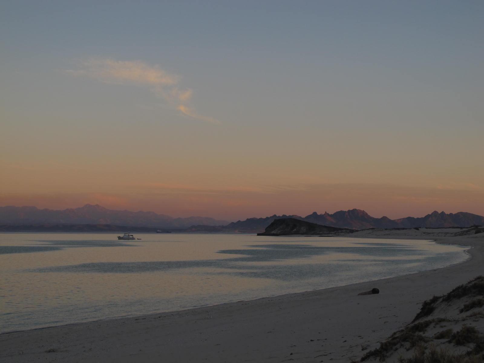 Beach at sunset: Playa La Bonanza, Isla Espíritu Santo, Baja California